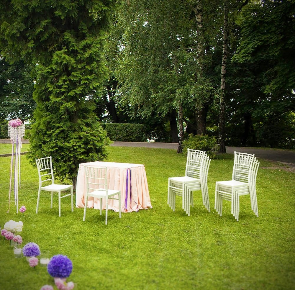 Outdoor chiavari chairs