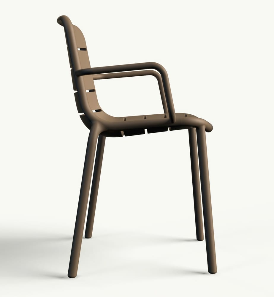 Outdoor chair with arms
